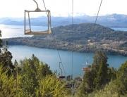 Teleférico para o Cerro Campanário, com vista para o lago e a região