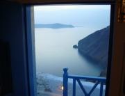 Vista do quarto do hotel para o mar e o vulcão
