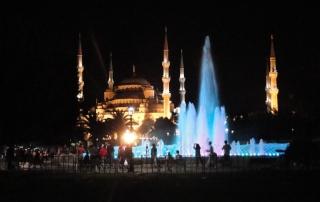 Vista noturna da Mesquita Azul