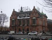 Fachada com nome do Tivoli, mas a entrada é pela rua lateral, parada do ônibus do city tour