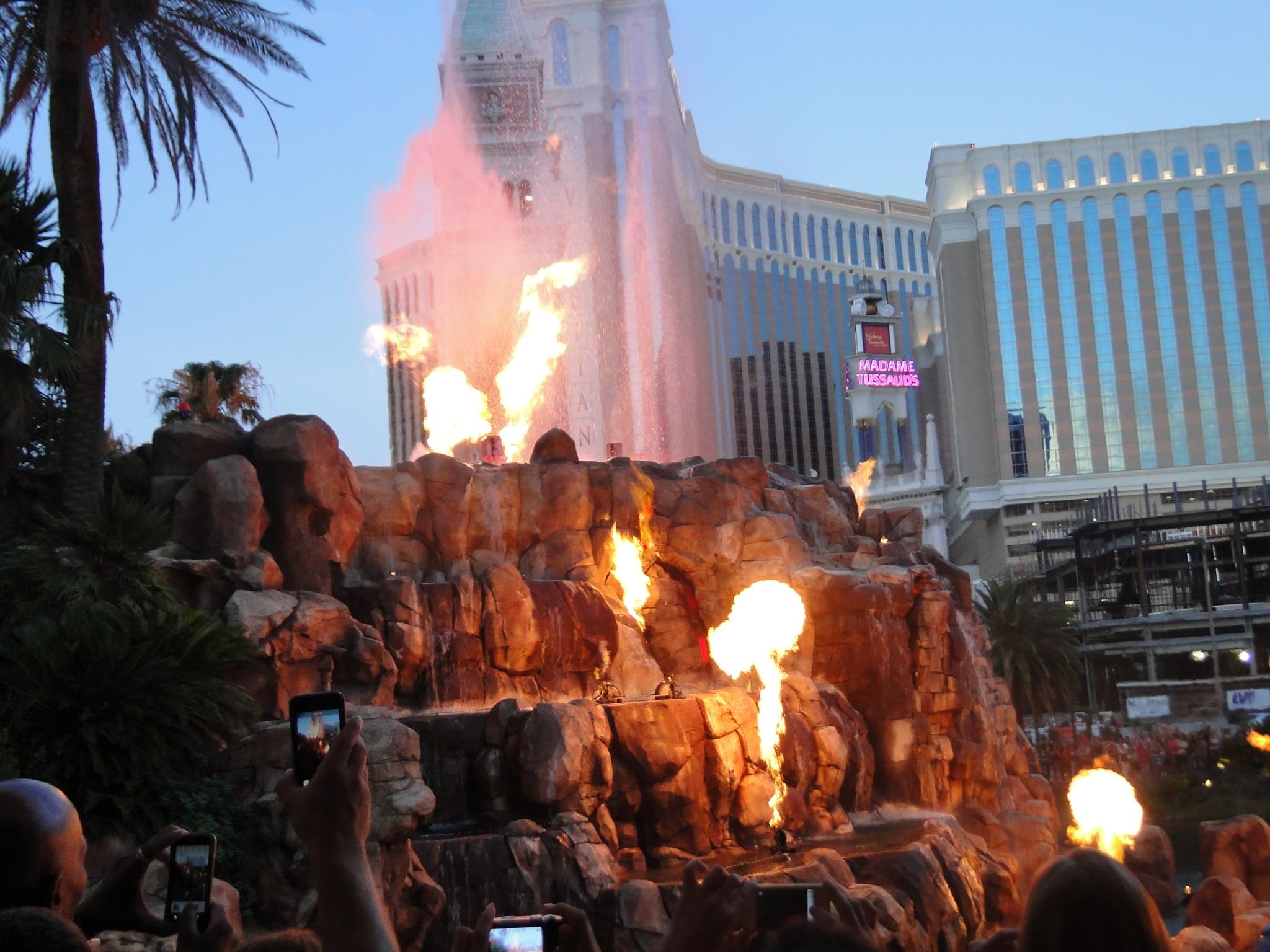 Vegas Mirage vulcão