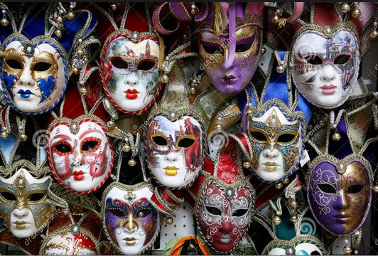 Máscaras dos antigos carnavais venezianos estão em quase todas as lojas