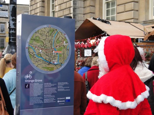 Cena curiosa: parece que o Papai Noel está perdido em Bath