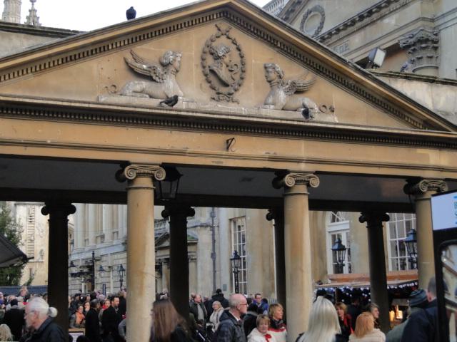 Colunas romanas integram a fachada das termas que foram descobertas após escavações
